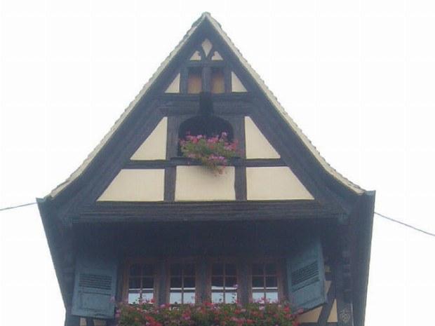 Das alte Fachwerkhaus mit schönen Blumen
