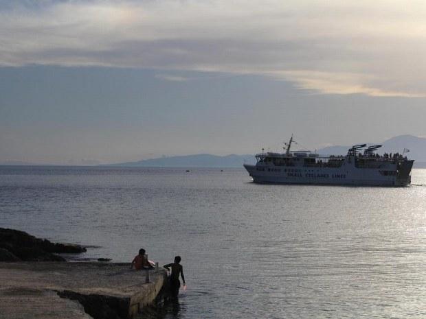 Schiff am Sonnenuntergang
