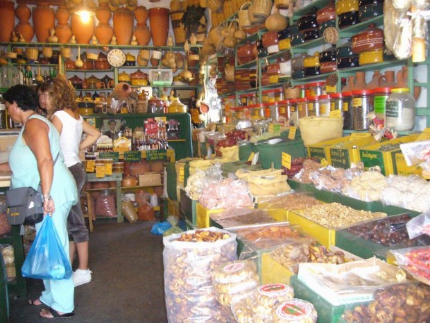 Typischer Markt, Töpferei und Lebensmittel