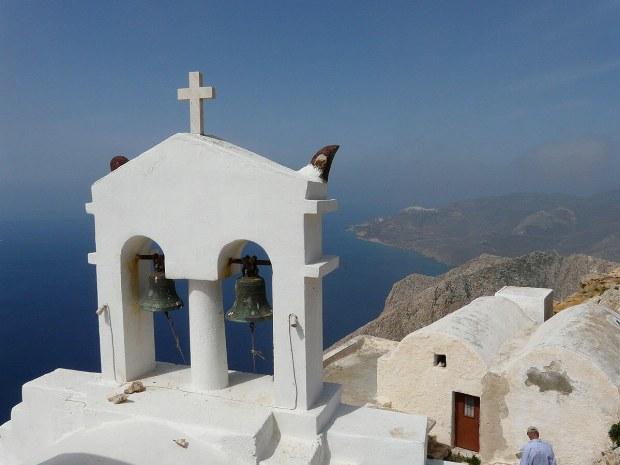 Kirchenornament auf dem Berg von Santorini