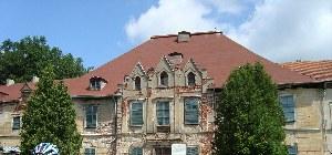 Ein altes Haus wird begutachtet